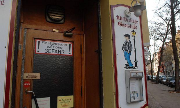 Das Beispiel Berlin zeige, wie Nichtraucherschutz nicht funktioniere, sagen Experten.