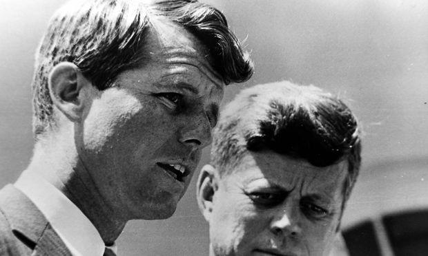 ROBERT KENNEDY WITH PRESIDENT JOHN F KENNEDY JFK AT WHITE HOUSE IN WASHINGTON 15 MAY 1963 Copyr