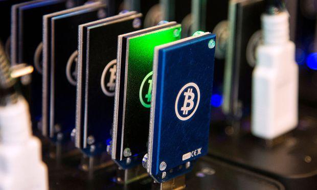 Der Bitcoin ist eine digitale Währung, die im Internet entstanden ist.