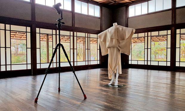 Sweaterrock vor der Linse. Comme des Garçons im Kyoto Costume Institute.