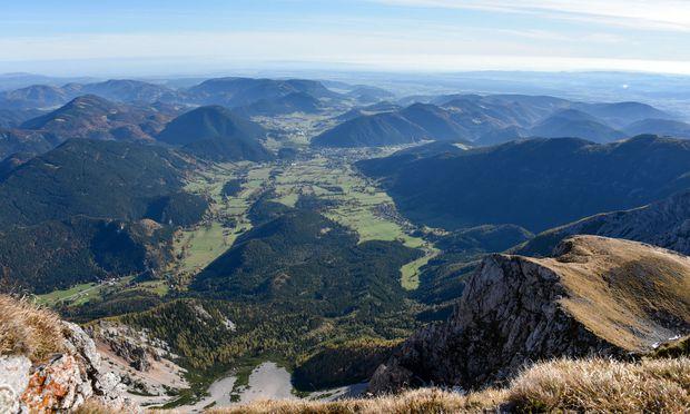 Blick vom Kaiserstein ins Puchberger Becken.