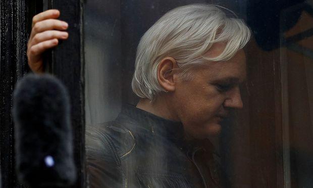 Archivbild von Julian Assange, der in der ecuadorianischen Botschaft in London festsitzt.
