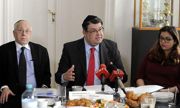 v.l.n.r IKG-Generalsekretär Raimund Fastenbauer, Präsident Oskar Deutsch und Amber Weinber (Forum gegen Antisemitismus)