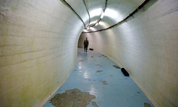 Geheimer Tito-Bunker in Konjic: Geblieben sind Porträts des Staatschefs.