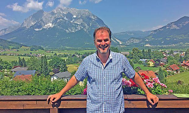 Gerhard Hammerle, einmal nicht in Tirol. Im Hintergrund der steirische Grimming.