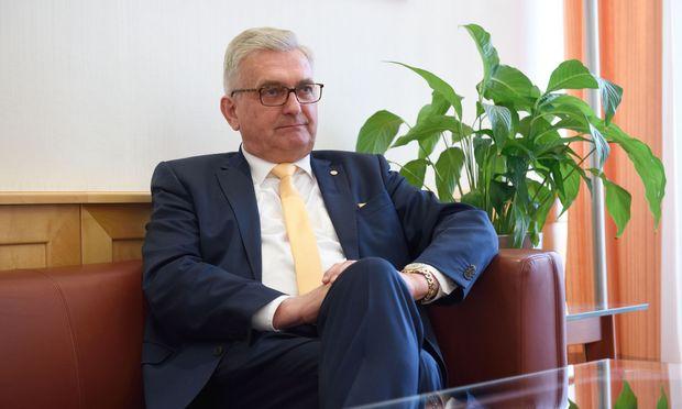 Weihnachten und Ostern gehören im Kindergarten gefeiert, sagt Gemeindebundpräsident Alfred Riedl.