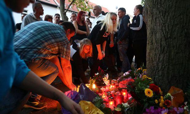 Nach dem Tod eines 22-Jährigen versammelten sich auch 2500 rechte Demonstranten in Köthen.