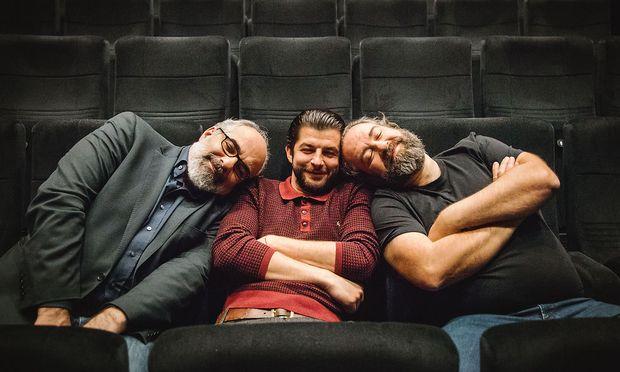 """Kennen sich vom Kabarett Simpl, spielten gemeinsam in der Shakespeare-Adaption von """"Romeo und Julia"""": Michael Niavarani, Otto Jaus, Bernhard Murg."""