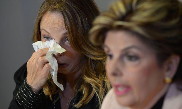 """Schauspielerin und Drehbuchautorin Louisette Geiss erzählte in einem Interview mit """"Daily Mail"""", Weinstein habe bei einem Treffen vor ihr masturbiert. Rechts neben ihr die Opferanwältin Gloria Allred."""
