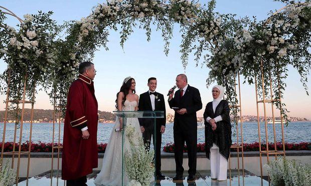 FBL-TUR-GER-WEDDING