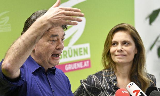 Grünen-Bundessprecher Werner Kogler und Fernsehköchin Sarah Wiener
