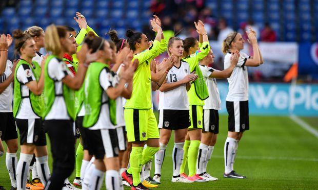 Aufmerksamkeit und Fanzuspruch waren für die Nationalspielerinnen eine neue Erfahrung und sollen sie auch künftig zu Erfolgen begleiten.