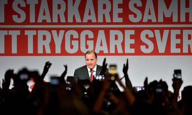 Das linke Bündnis von Ministerpräsident Stefan Löfven liegt knapp vor dem konservativen Block.