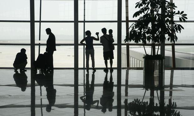 Passagiere am Pekinger Flughafen.
