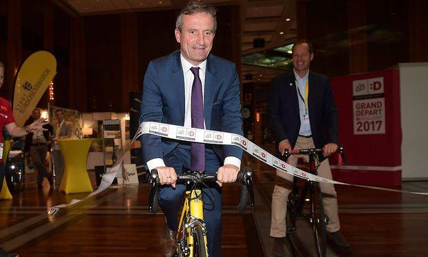 """Oberbürgermeister Thomas Geisel (li. vorne bei einer Sportveranstaltung) schoss mit seiner """"Aktion gegen Rechts"""" also doch am Ziel vorbei."""