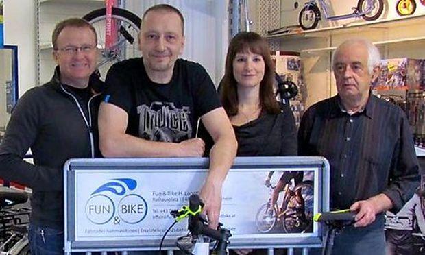 im Bild von links nach rechts: Helmut Langthaler (Inhaber und Geschäftsführer), Andreas Budischek (Mechaniker), Andrea Schmid (Verkauf) und Hans Büscher (ehemaliger Geschäftsführer).