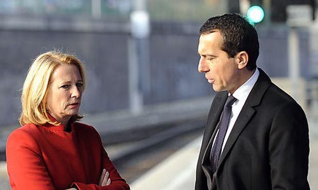 Archivbild: Doris Bures mit ÖBB-Geschäftsführer Christian Kern