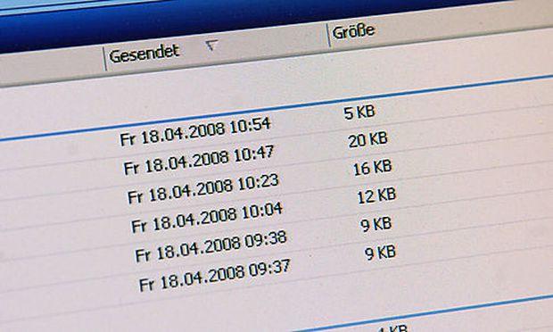 E-mail, Outlook, Internet, Nachricht, Mitteilung, Korrespondenz  Foto: Clemens Fabry