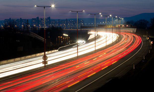 Die EU hat sich zum Ziel gesetzt, die Treibhausgasemissionen bis zum Jahr 2030 um mindestens 40 Prozent im Vergleich zu 1990 zu senken. Bis dahin gibt es noch viel zu tun, zum Beispiel im Verkehr.