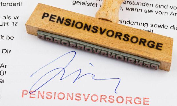 Holzstempel Pensionsvorsorge BLWX018195 Copyright xblickwinkel McPhotox ErwinxWodickax