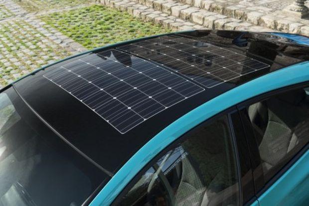 Der Prius Plug-In erhöht seine Reichweite mit Solardach um bis zu 6,1 km pro Ladung.