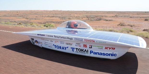 Rekordfahrzeuge bewältigen lange Distanzen allein mit Sonnenenergie.