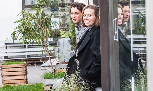 Ideenmix. Clemens Helm, User, und Margot Deerenberg, Initiatorin, vor dem Packhaus.