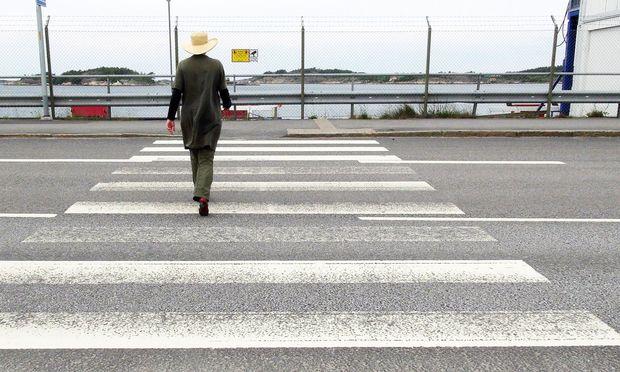 """Infrastruktur. Straßen queren, Straßen folgen. """"Jane's Walk"""" führt durch die Stadträume."""
