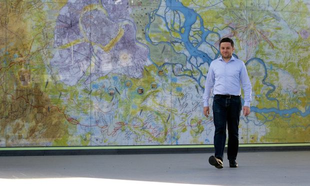"""Schrittweise. Andreas Lindinger brachte die Idee von """"Jane's Walk"""" von Kanada nach Wien."""