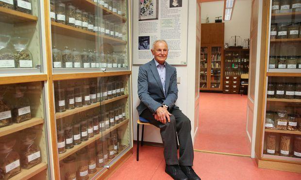 Reinhold Gabriel im Drogistenmuseum in der Währinger Str. 14 (geöffnet jeden ersten und dritten Mittwoch im Monat, 14–17 Uhr).
