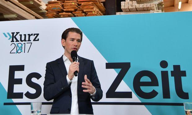 Kurz stellte das Wahlprogramm bei einem Holzunternehmen in Salzburg vor.