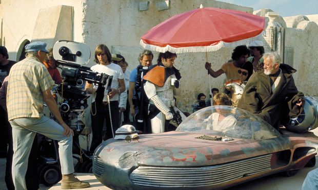 Shooting the Jedi mind trick sequence in Tunisia in Star Wars Episode IV A New Hope 1977 Hollywoo / Bild: (c) imago/Cinema Publishers Collecti (The Legacy Collection)