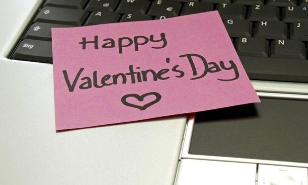 Notizzettel auf Laptop happy Valentine¥s Day fr�hlichen Valentinstag Copyright xKTHx ALLF931389
