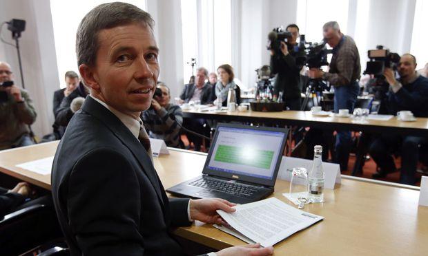 """Mit einem Schlag im Rampenlicht: Ökonom Lucke will die """"Alternative für Deutschland"""" in den Bundestag bringen."""