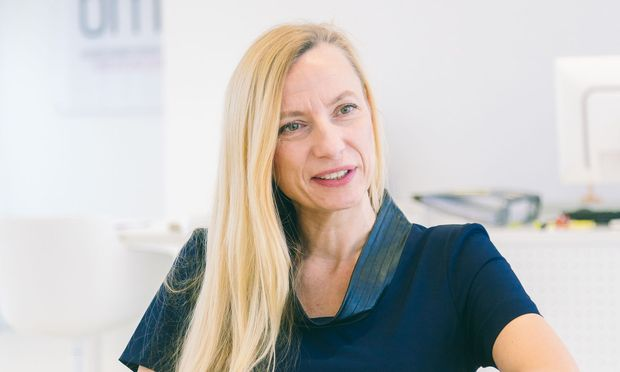 Frauen- und Familienministerin Juliane Bogner-Strauß hat ein knappes Budget. Bei Frauen wird ebenso gespart wie an Familienberatung.