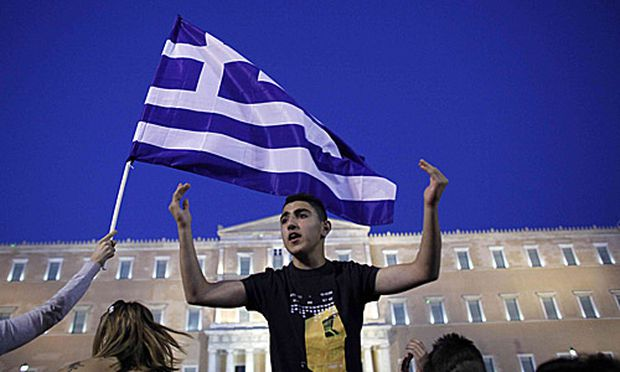 Vor dem Parlament in Athen kam es erneut zu Protesten gegen das Sparpaket.beginnt Beratungen
