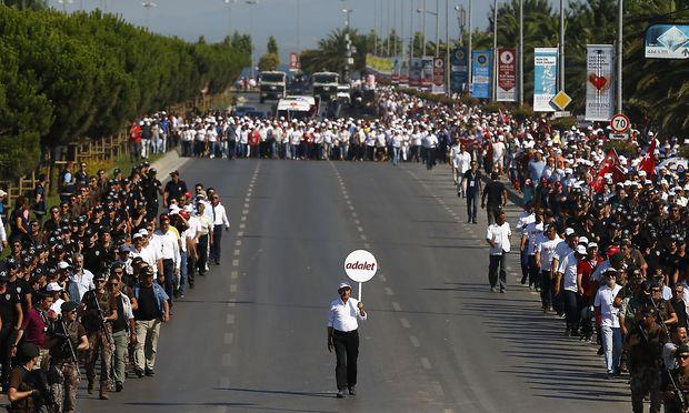 """Der CHP-Chef beim """"Gerechtigkeitsmarsch"""" im vergangenen Sommer"""
