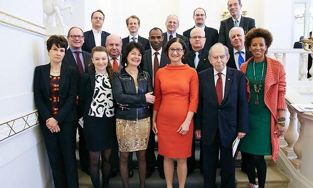 Der Migrationsrat und seine Ministerin (in der Mitte).