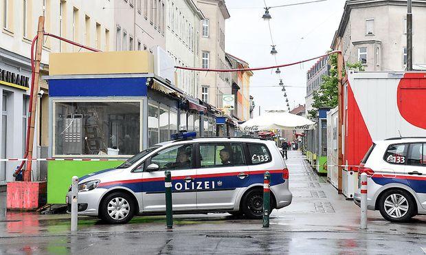 Polizei Mittwochfrüh am Tatort