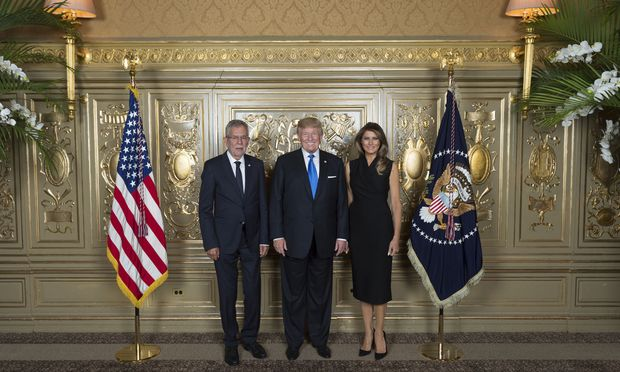 Bundespräsident Alexander Van der Bellen (l.) traf in New York US-Präsident Donald Trump und First Lady Melania Trump.