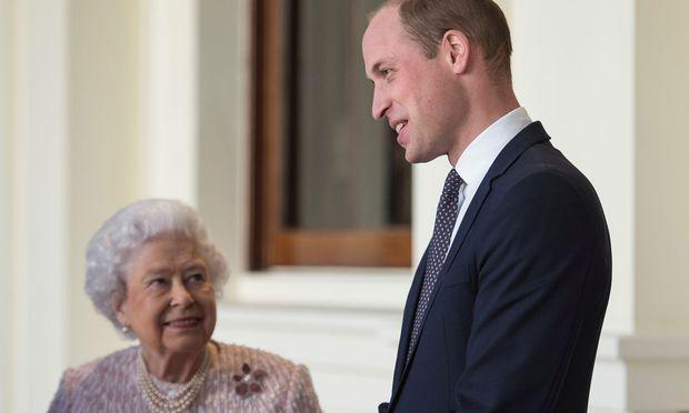 944230586bbc7 Queen Elizabeth II. mit ihrem Enkel Prinz William