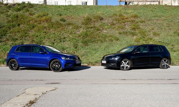Außen weitgehend ident, unter der Motorhaube grundsätzlich verschieden: Links der VW Golf mit dem 150-PS-Benzinmotor, rechts das Modell mit dem 150-PS-Dieselmotor. / Bild: (c) Die Presse (Clemens Fabry)