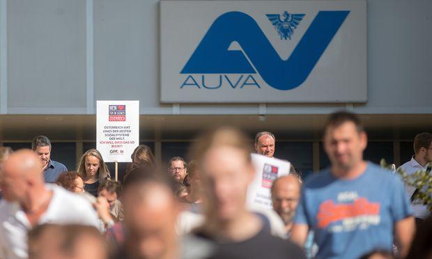 Der Sparkurs, den die Bundesregierung der Allgemeinen Unfallversicherungsanstalt (AUVA) verordnet hat, sorgt weiter für Kritik.