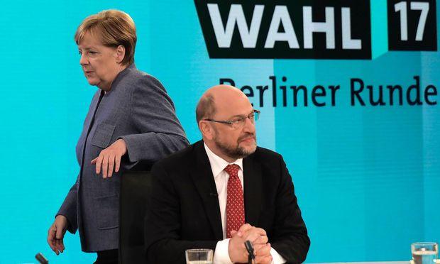 Emotionale Debatte im TV zwischen Merkel und Schulz.