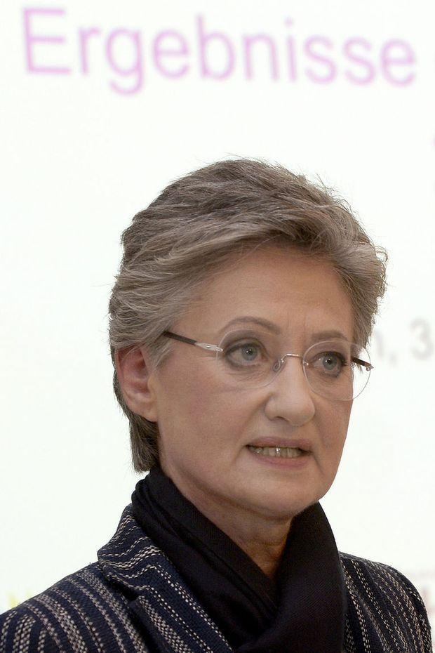Schwarzer schwuler Minister prominent
