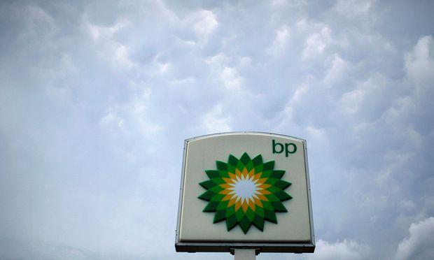 Die Opec und die mit ihr verbündeten Förderstaaten treiben den Ölpreis wieder an. Das macht die britische BP nur noch attraktiver. / Bild: (c) REUTERS (Molly Riley)
