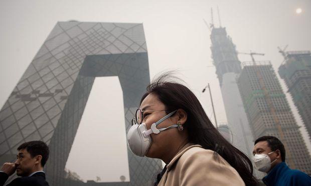 Der internationale Druck auf China wird größer, seinen bereits im Sommer des Vorjahres gestarteten Kampf gegen illegale FCKW-Produzenten weiter zu forcieren. / Bild: (c) APA/AFP/NICOLAS ASFOURI