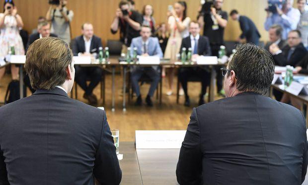 Bundeskanzler Sebastian Kurz (ÖVP), Vizekanzler Heinz-Christian Strache (FPÖ) und die gesamte Regierung trafen einander bereits im Mai zur Klausur in Mauerbach.
