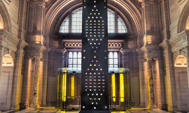 """Installation. Die Skulptur """"Zotem"""" ragte 18 Meter hoch in den Raum."""