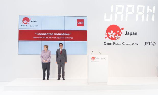 Die deutsche Bundeskanzlerin, Angela Merkel, und der japanische Premier Shinzō Abe.